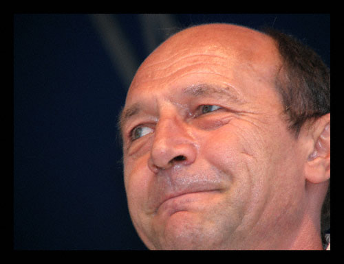 Alegeri Romania Basescu si Geoana in turul doi