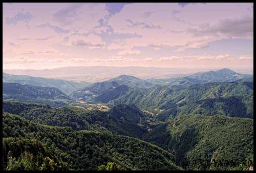 Pietrele Boghii - Priveliste catre Muntii Bihor si Depresiunea Beiusului - Apuseni